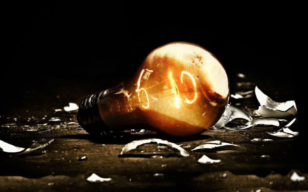 Взорвалась лампочка: приметы и эмоции