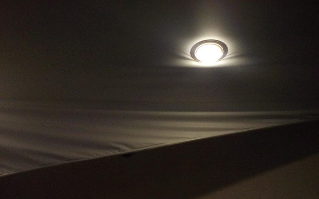 Потолок— он не низок, не высок