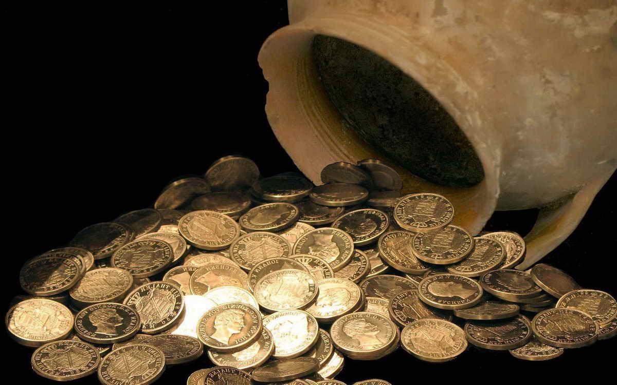 Гастарбайтеры продают «царские» монеты