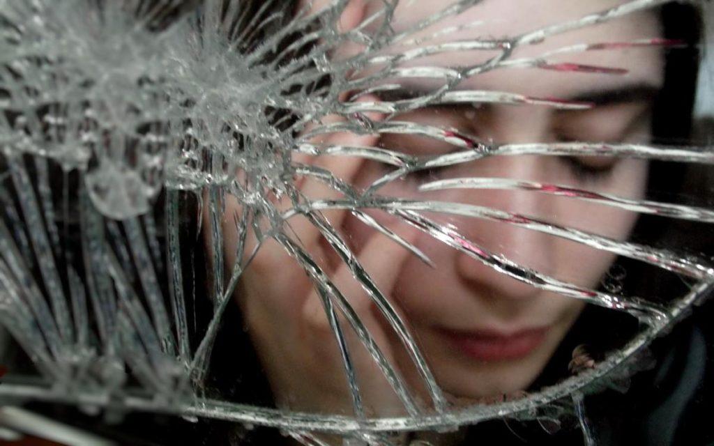 Вопрос со стеклом или Типичные реакции микробизнеса